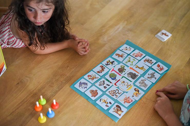 sticky-de-cayro-un-juego-de-mesa-para-rapidos-4