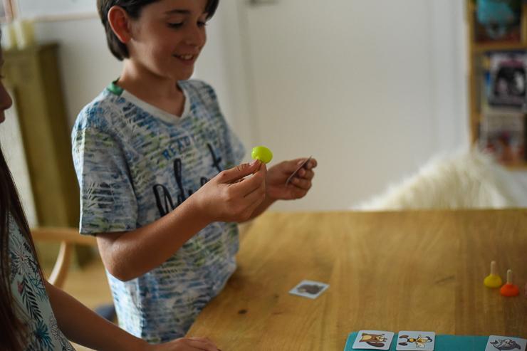 sticky-de-cayro-un-juego-de-mesa-para-rapidos-13